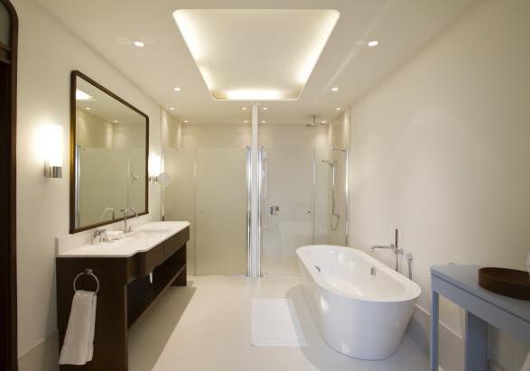 http://www.nautica.patentati.it/notizie/foto/regent-porto-montenegro-hotel-and-residence-stanza-zona-bagno.jpg